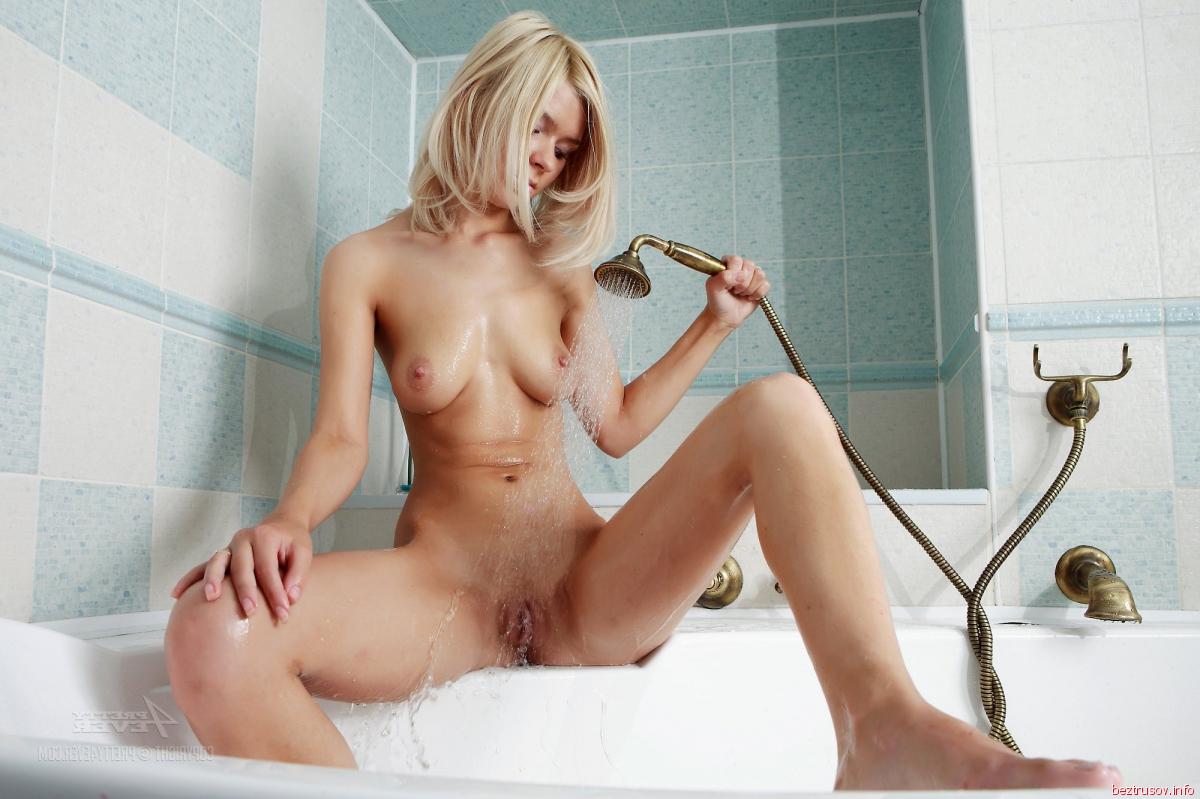 Обнаженные Блондинки В Душе