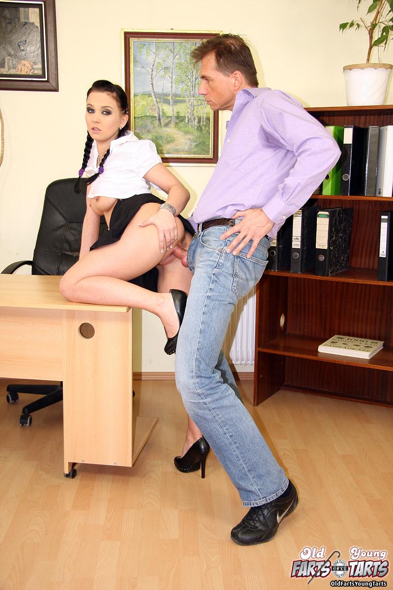 Шеф наказывает секретаршу — photo 9