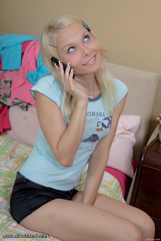 Страстный БДСМ секс с развратной блондинкой с бритой киской