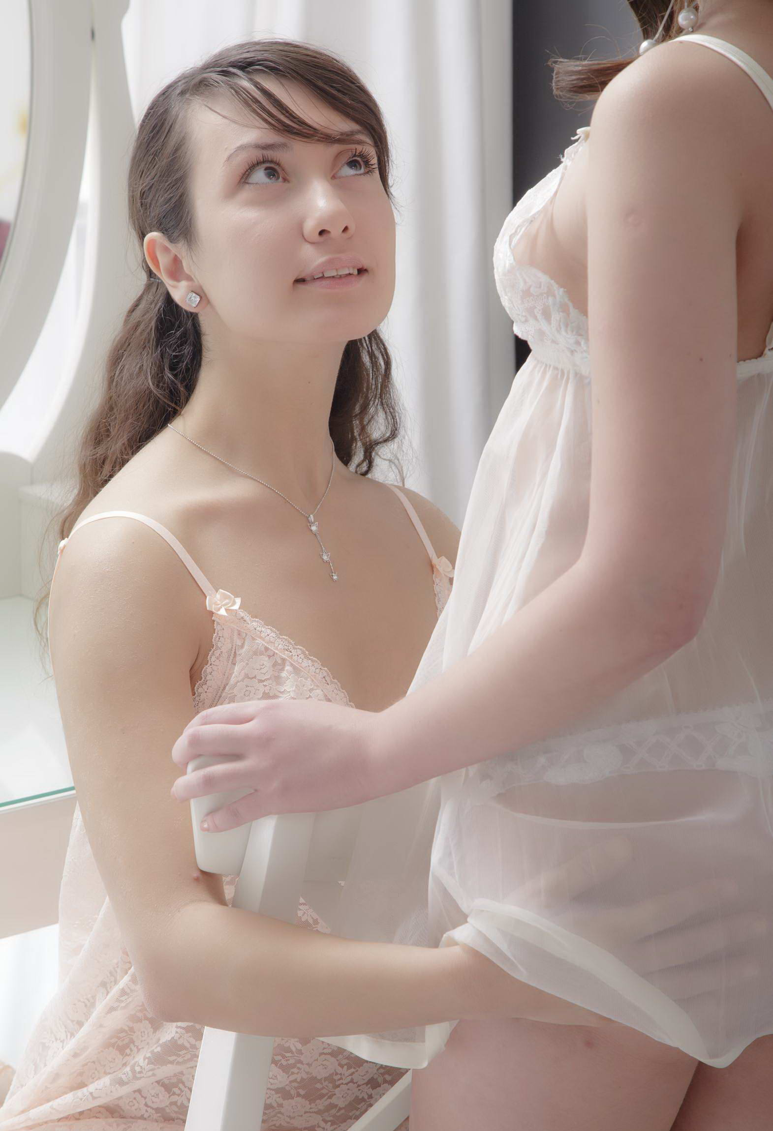 Красивые трах брюнеток, трахает жену
