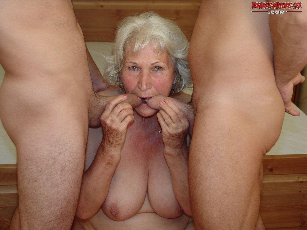 Порно старые в троем