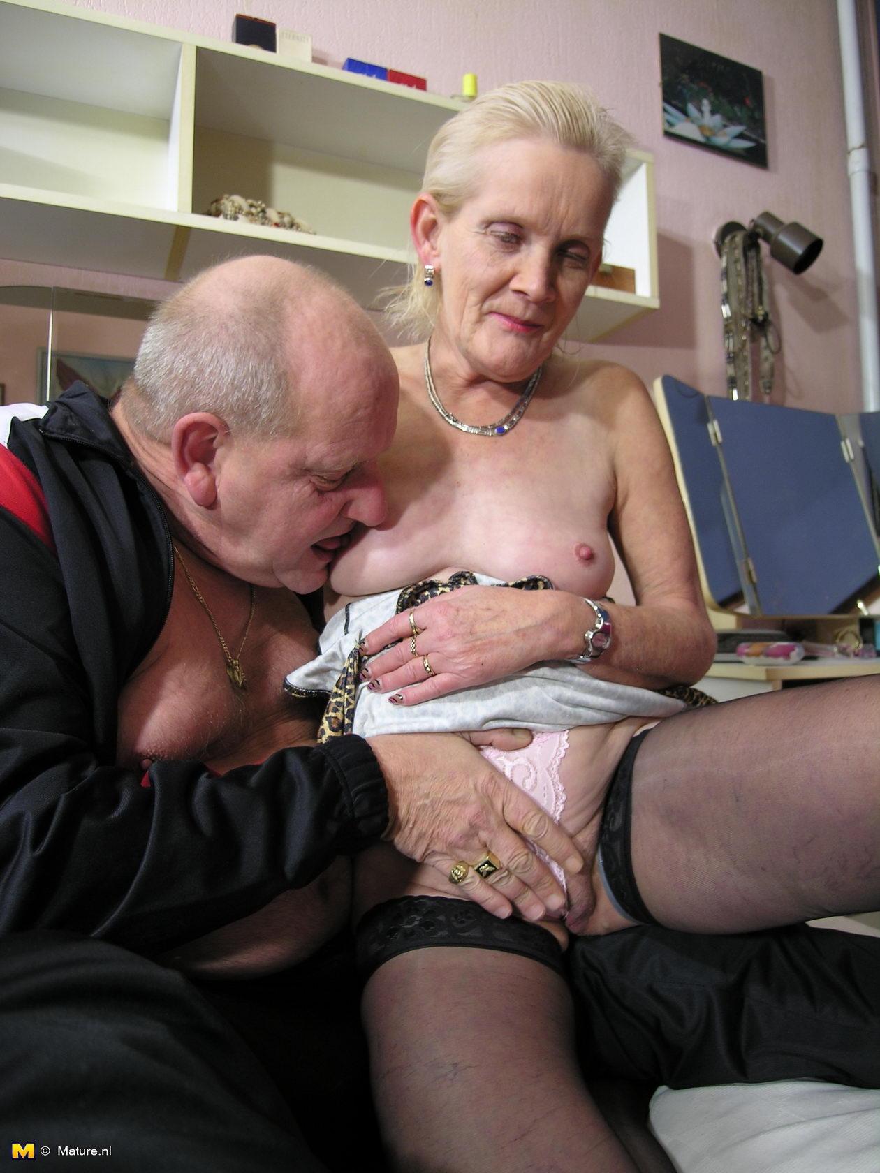 Порно со старыми тетками жестко