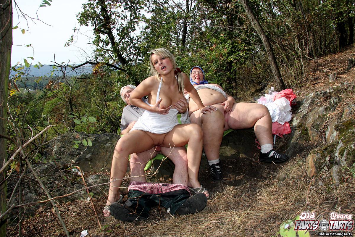 Порно из сельской местности принимаю