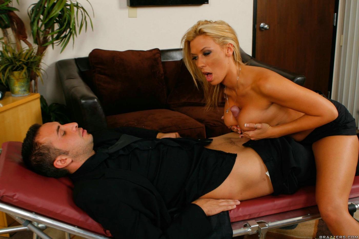 Рот порно фото в униформе врача