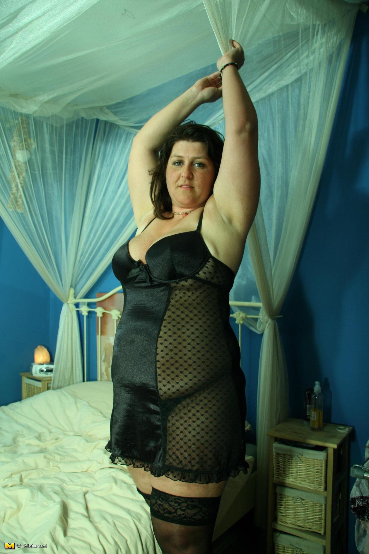 Ебу секс в атласной одежде фото