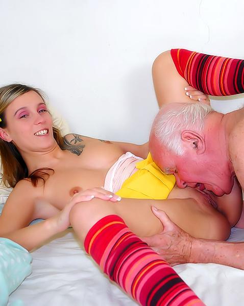 Порно фото дедушек с молодыми