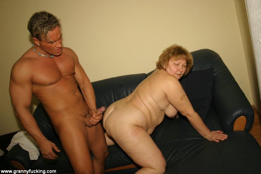 Старую тетку ебут
