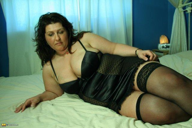 Порно рвут атласную одежду фото 11-635