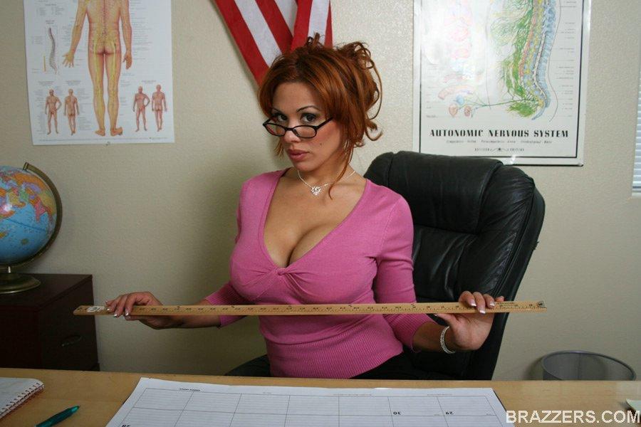 Секс с рыжей училкой в очках