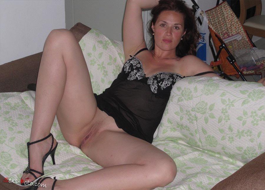 Секс С Брюнеткой На Даче