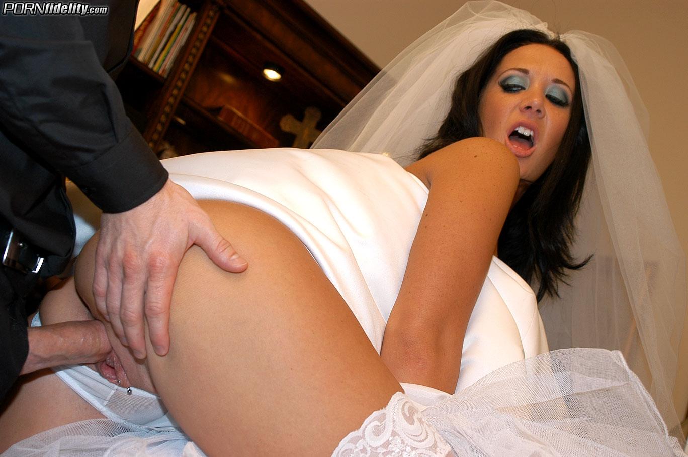 Невеста голая порно видео онлайн удивили