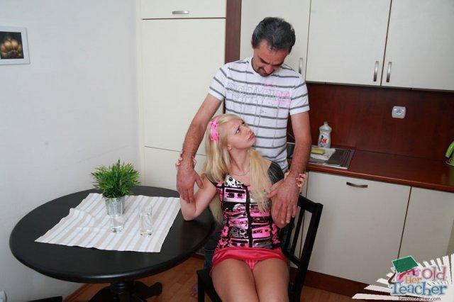 Порно лишение девственности пока никого нет дома фото 383-529